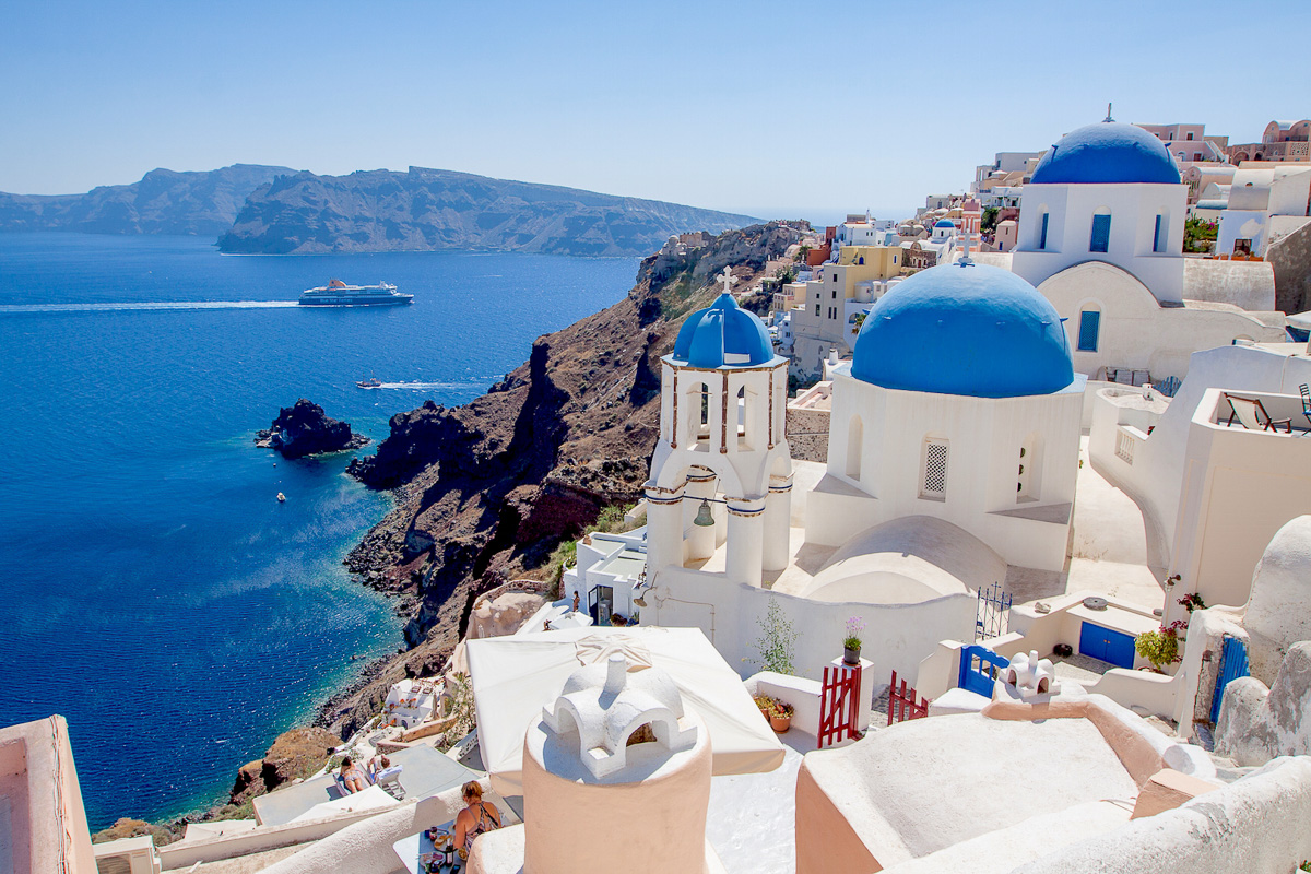 Peru New Zealand >> Santorini, Greece: Pros and Cons - Eat Work Travel | Travel Blog for Working Couples